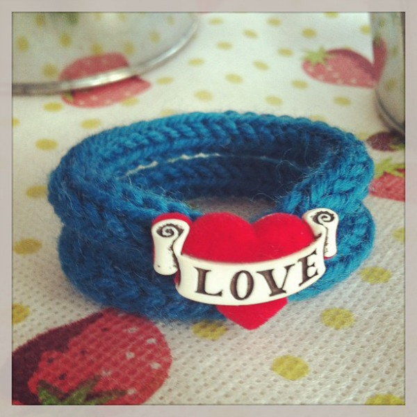 knitted-love-bracelet